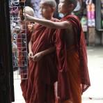 Jeunes moines bouddhistes – Kengtum, Birmanie